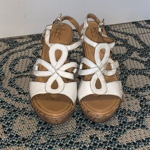 "Born Boc Sz 9 Wedge Sandals White Leather 3.5"""